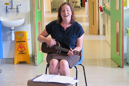 Elderly patients enjoy songs on the wards